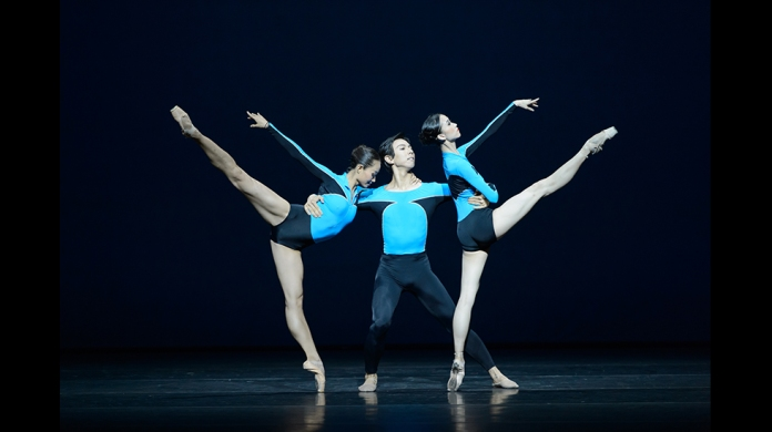 Elo's Shape of Glow. Hong Kong Ballet. Photo credit: Hong Kong Ballet.
